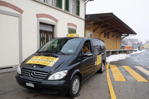TAXI in Bäretswil vor dem Bahnhof