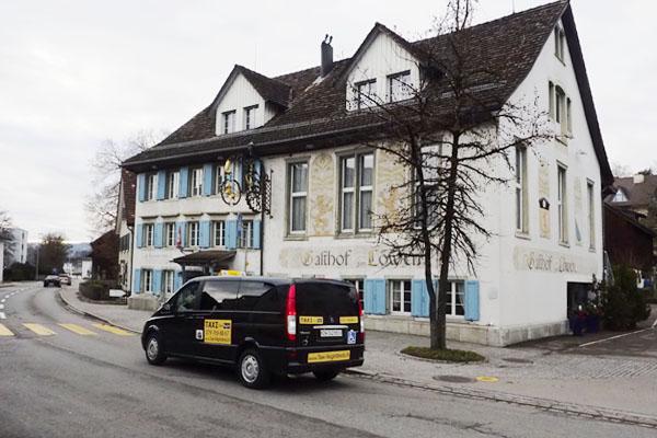 Taxi Gossau: Vor dem Gasthaus Löwen